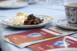 Finnischer Nachtisch mit Reisepässen ©Hilla Südhaus